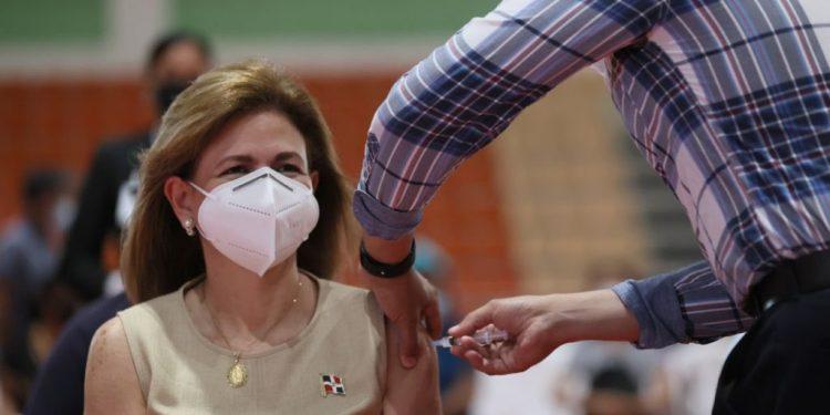 Raquel Peña se vacuna contra el covid-19