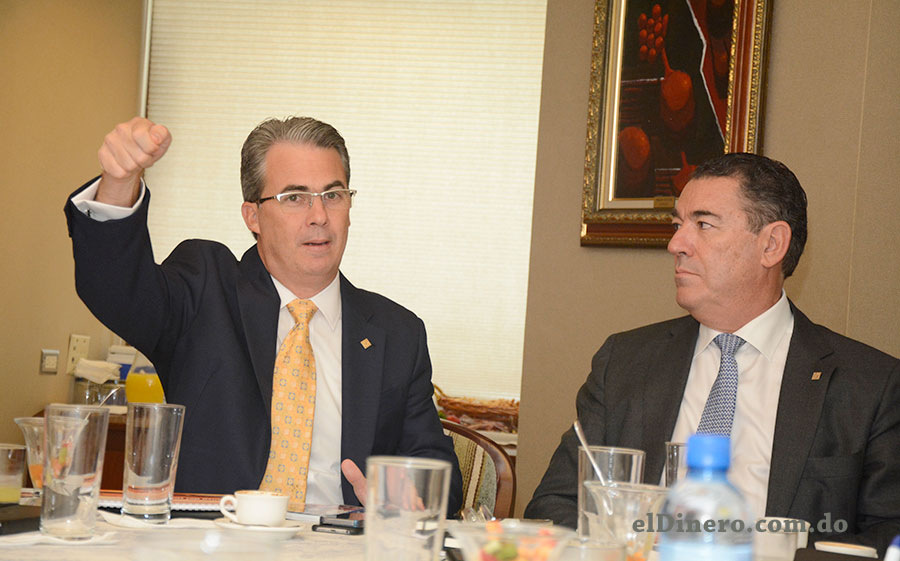 René Grullón y Juan Manuel Martín de Oliva, ejecutivos del Banco Popular.