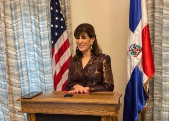 Robin Bernstein fue condecorada este martes por el presidente Luis Abinader.