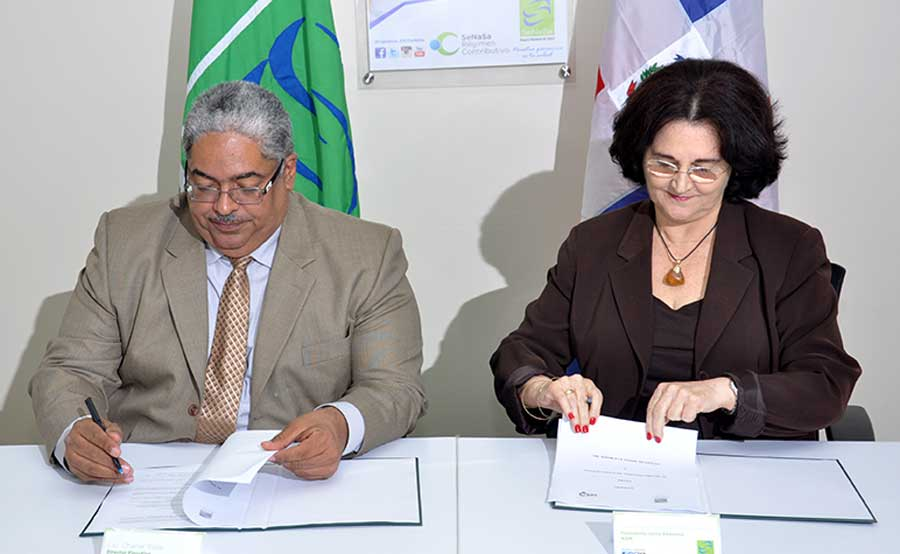 Chanel Rosa y María Jesús Pola firmaron el acuerdo.