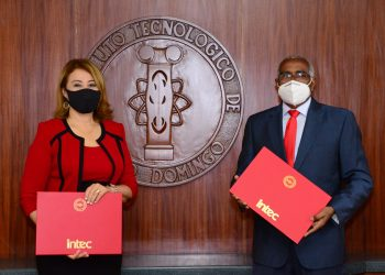 Rosanna Ruíz, presidenta ejecutiva de la ABA, y Rolando M. Guzmán, rector del INTEC.