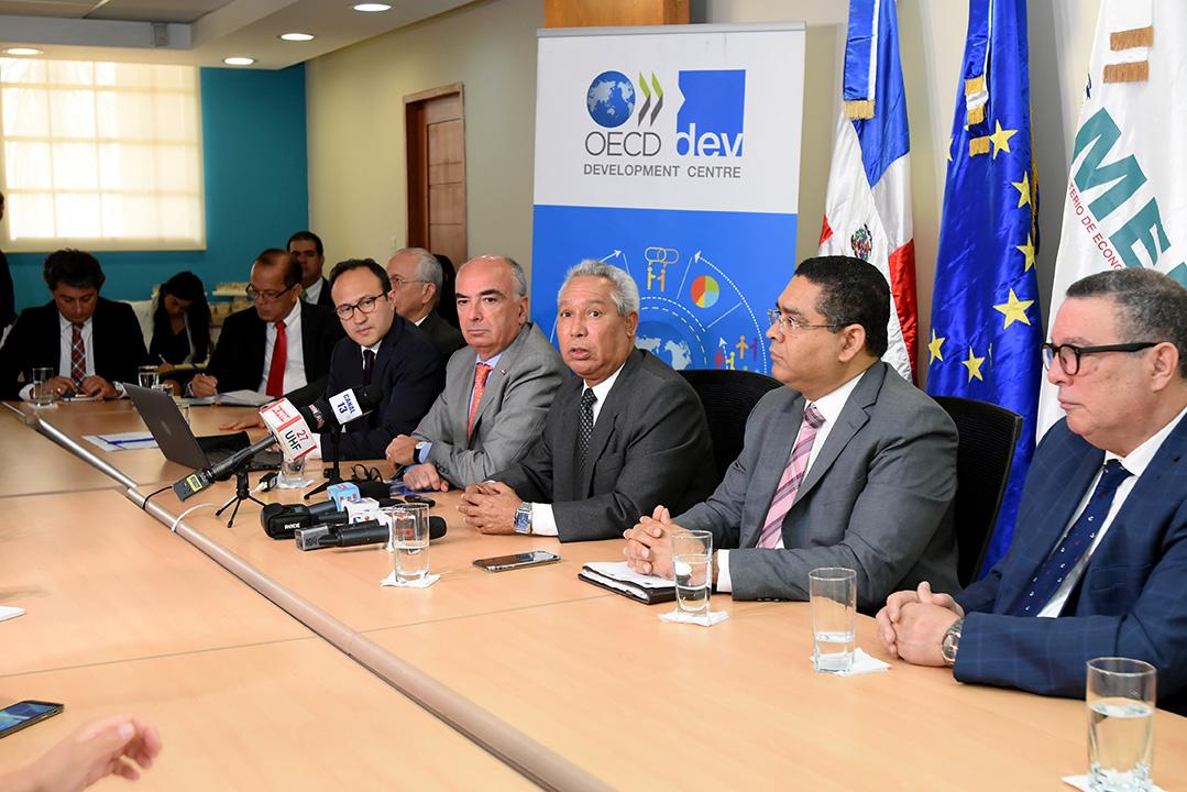 rueda de prensa ocde sobre elaboracion politicas de desarrollo 11