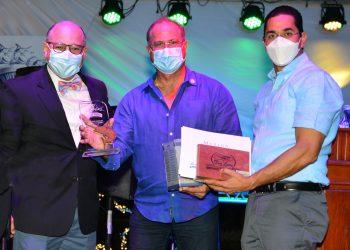 Silvano Suazo,  Felix del Río, de la lancha Panama Jack, y Jorge Subero.