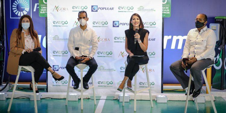 Silvia Rosales, Wellington Reyes, Helena Saenz  y Charles Sánchez.