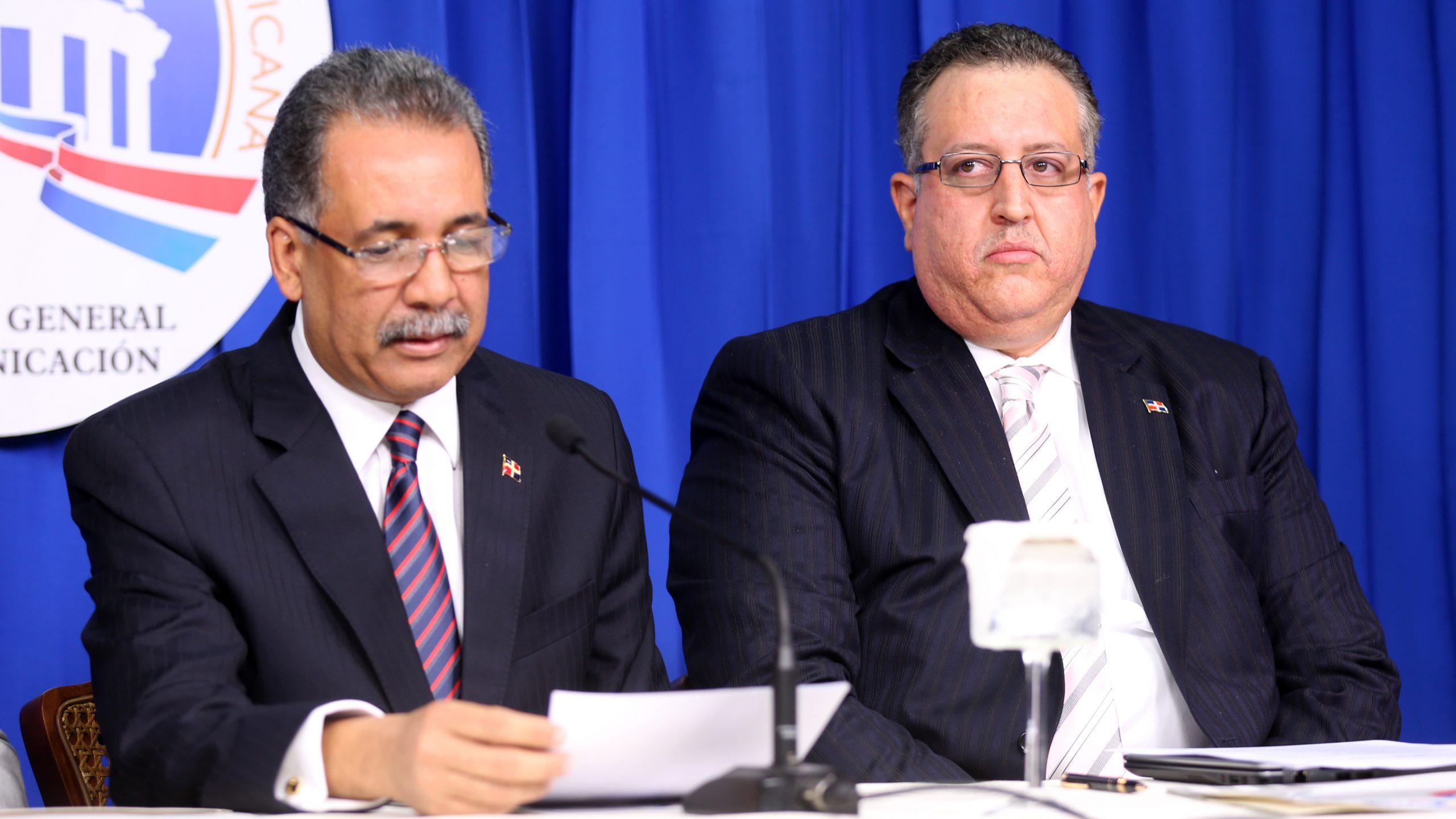 El ministro de Hacienda, Simón Lizardo, y el viceministro Magín Díaz./elDinero