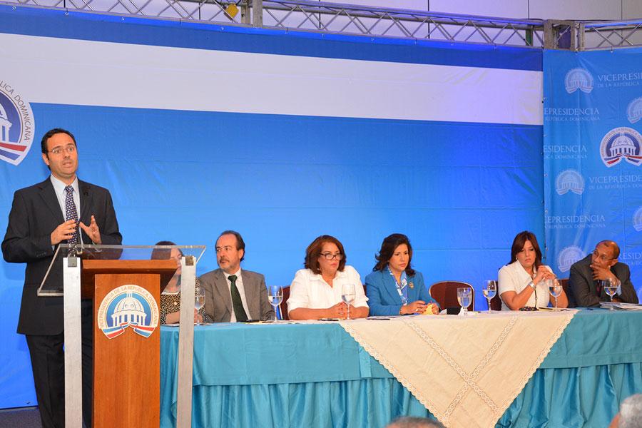 Simone Cecchini, oficial de la CEPAL, durante su participación en el acto organizado por la Vicepresidencia  Gabriel Alcántara
