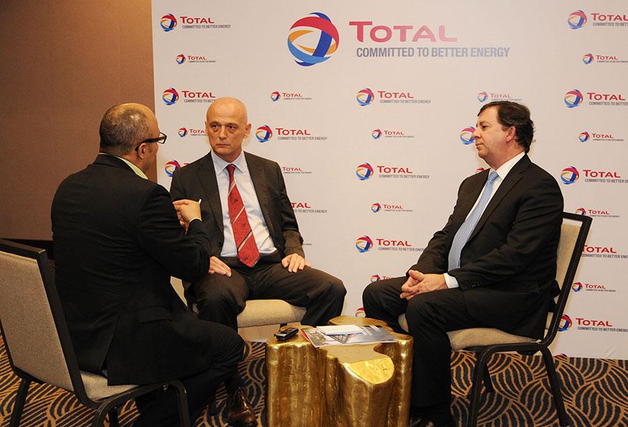 Bertrand Fontanges y Edgar Pichardo conversan con Jairon Severino sobre el mercado petrolero.