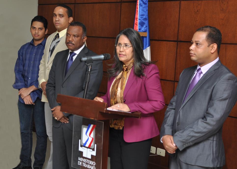 La ministra de Trabajo, Maritza Hernández, junto a funcionarios de la institución, durante la presentación de la nueva plataforma de registro laboral.