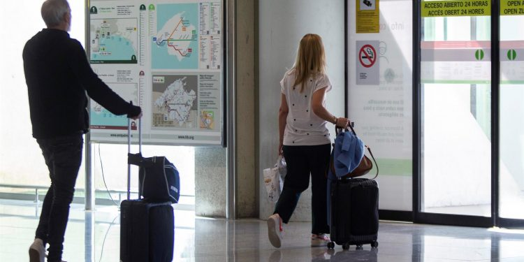 Turismo España, aeropuerto, viajeros, turistas