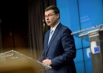 vicepresidente económico de la CE, Valdis Dombrovskis. | Johanna Geron, EFE.