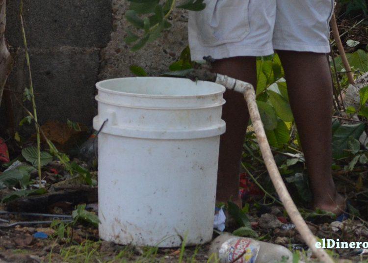 Carencia para conseguir el agua potable.