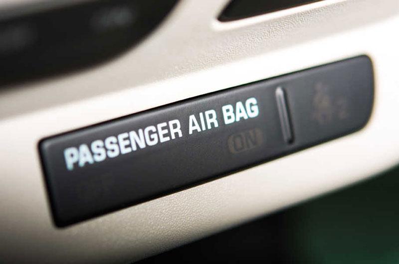 La llamada de revisión afecta en Estados Unidos a unos 16 millones de vehículos por defectos en el airbag del pasajero frontal.
