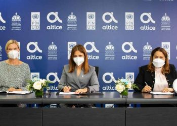 Inka Mattila, Ana Figueiredo y Mayra Jiménez
