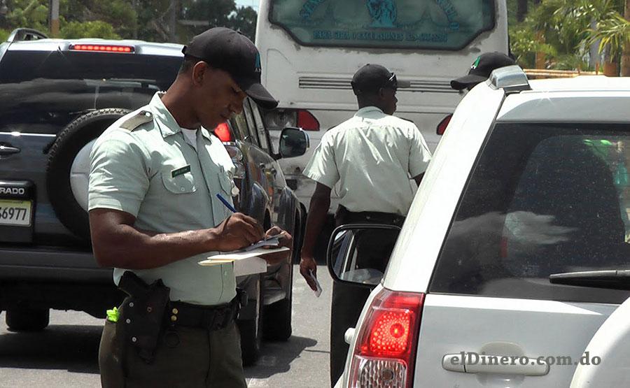 En República Dominicana hay conductores que tienen hasta 400 multas de tránsito pendientes de pago.