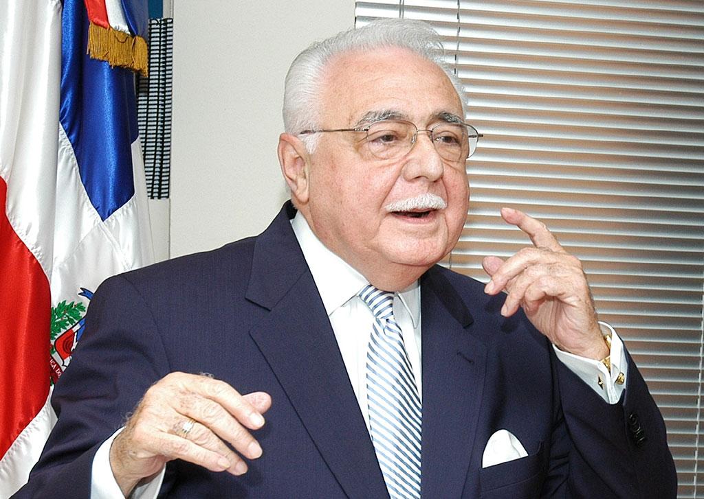 Antonio Isa Conde, ministro de Energía y Minas..