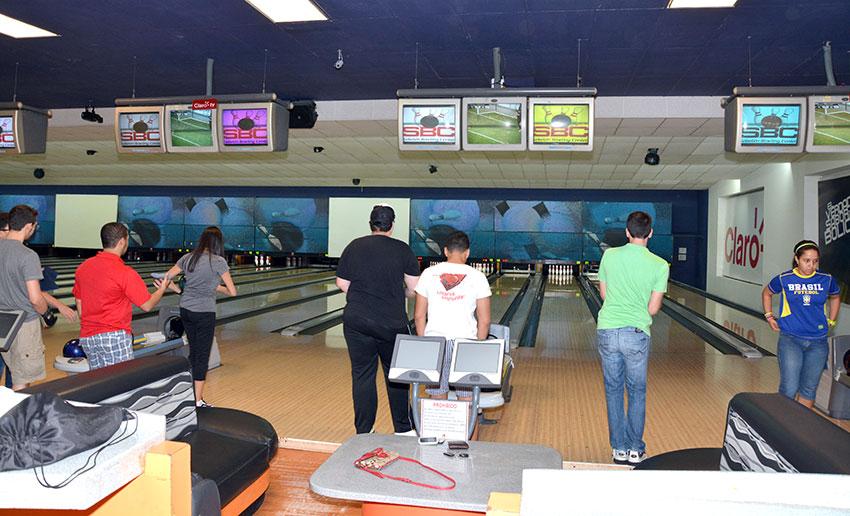 En Sebelén Bowling Center se imparten clases de lunes a jueves y sábados hasta el mediodía.   Lésther Álvarez
