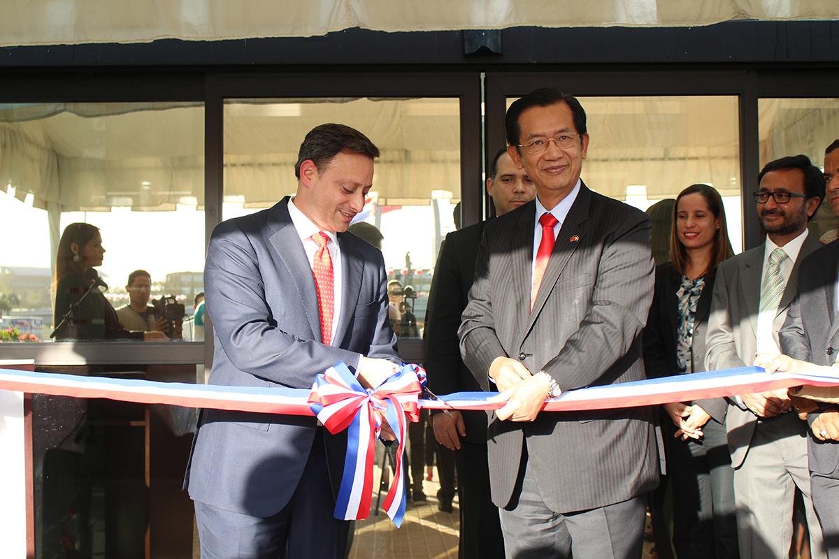 El director del CEI-RD y el embajador de Taiwán en el país inauguraron las nuevas instalaciones de la Ventanilla Única de Inversión.