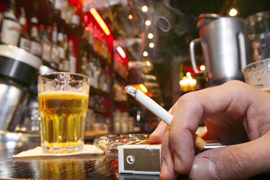 cerveza y cigarro consumidores dominicanos