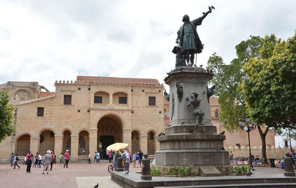 ciudad colonial parque colon
