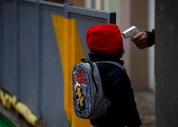 De acuerdo a las autoridades de Educación, hay 48 municipios que podrán comenzar a convocar la asistencia a clases de los niños de nivel inicial y primaria. | Quique Garcia, EFE.