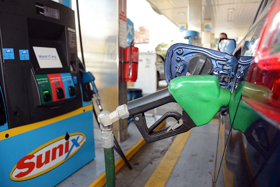 Los precios de los combustibles son fijados semanalmente.