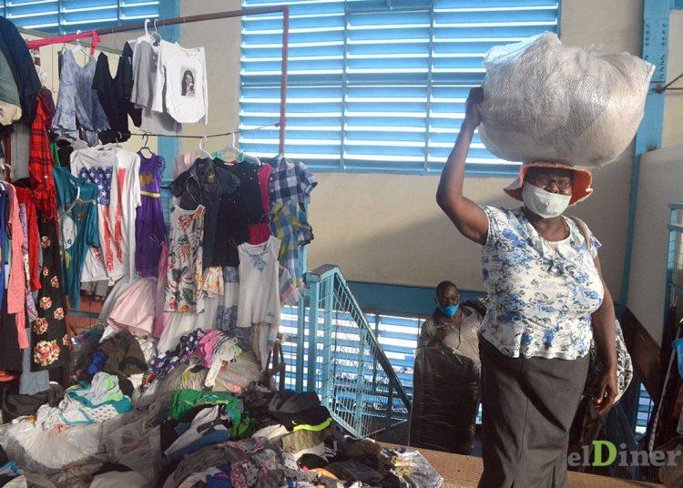 Los haitianos suplen gran parte de su mercado con productos dominicanos adquiridos en la frontera. | Lésther Álvarez