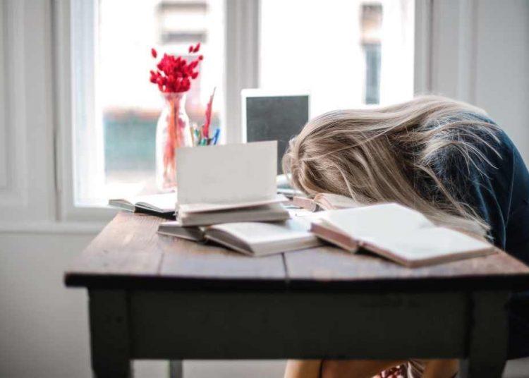El sueño permite que el cuerpo se recargue para tener suficiente energía física y mental. | Canva