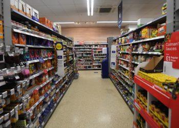 Fotografía de archivo que muestra un pasillo de comestibles en un supermercado de Estados Unidos. | Facundo Arrizabalaga, EFE.