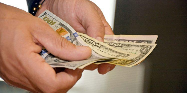 Los países de ingreso bajo y mediano recibieron US$540,000 millones durante 2020.   Lésther Álvarez