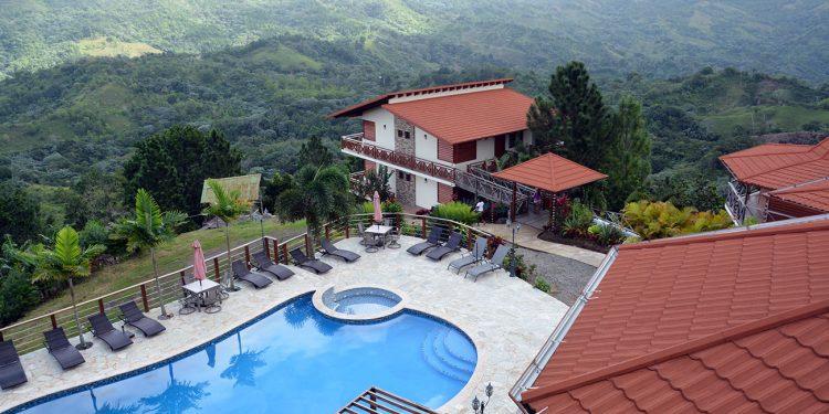 Ecological resort. Fabulous Village aspira a un turismo de lujo amigable con la naturaleza.