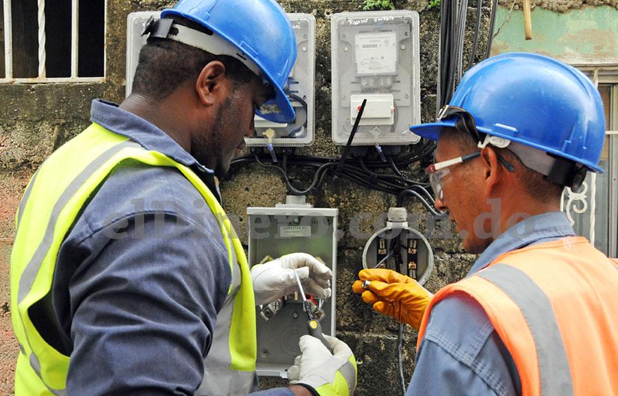 La falta de recursos y deficiente gerencia comercial matizan la crisis energética nacional.   elDinero