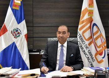 El ministro de Obras Públicas, Deligne Ascención.