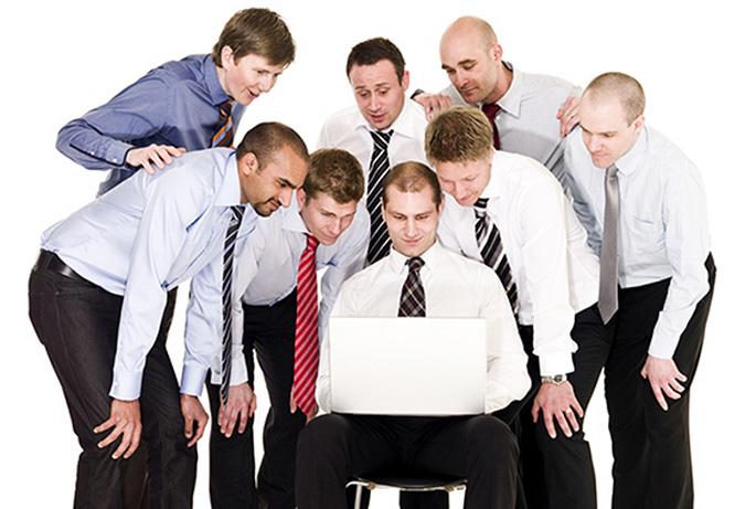 El empleado productivo no se va a distraer ni usando las redes sociales, ni hablando con los compañeros, ni tomando café…