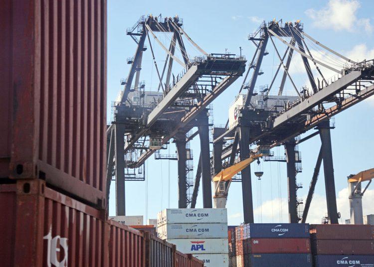 La industria nacional necesita conquistar más mercados externos.
