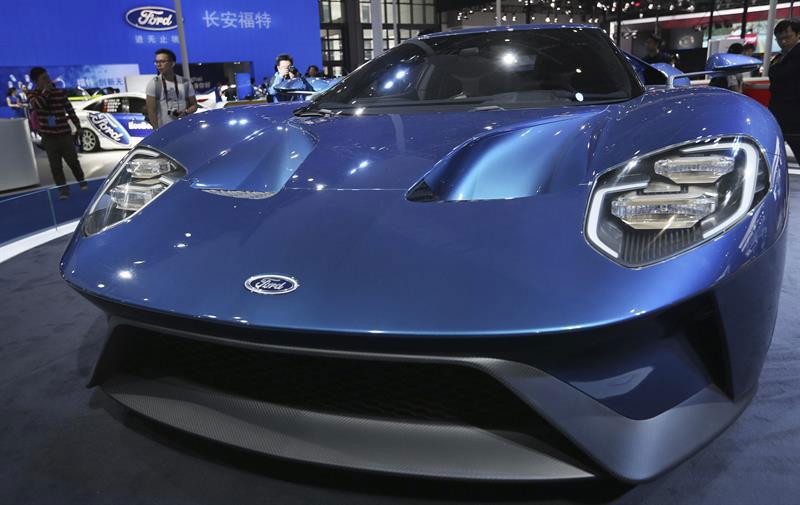 Vista de un Ford GT expuesto en el ámbito del 16th Salón del Automóvil de Shanghái (China).   EFE