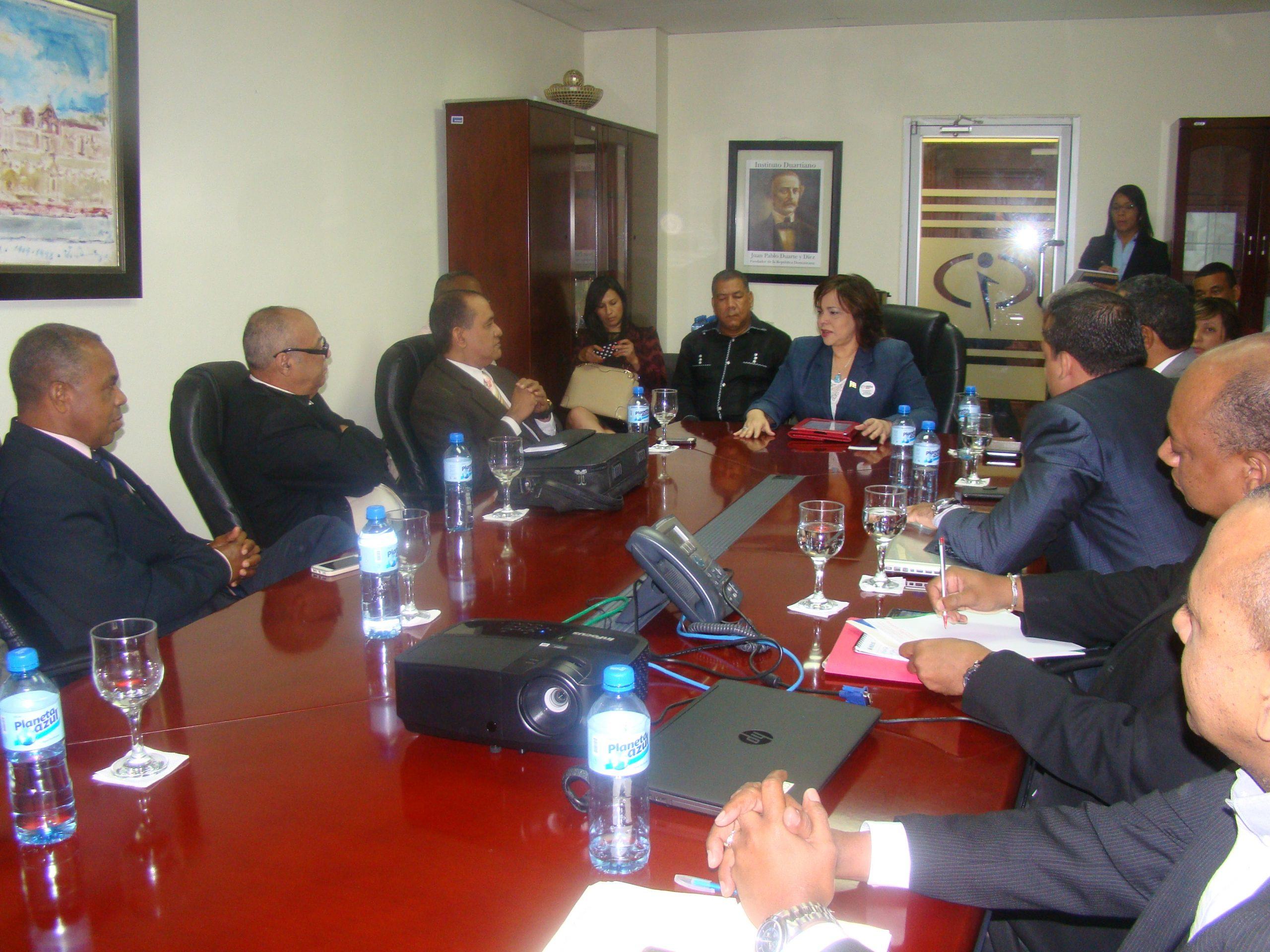 Los directivos de Fenapymed fueron recibidos por la directora de Contrataciones Públicas, Yokasta Guzmán.