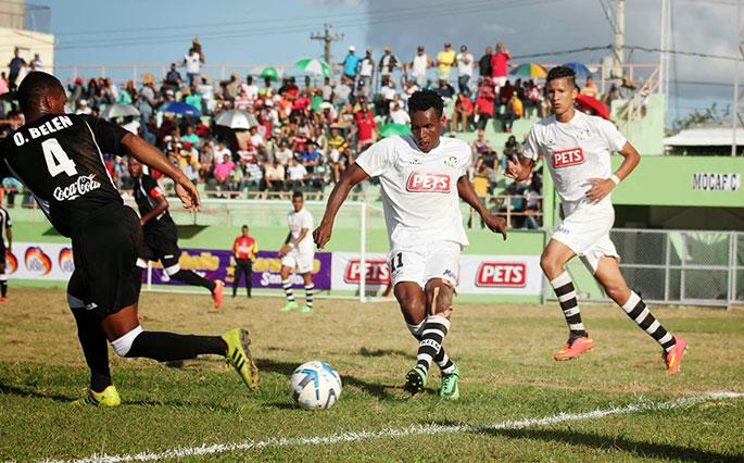 Práctica de fútbol en República Dominicana.