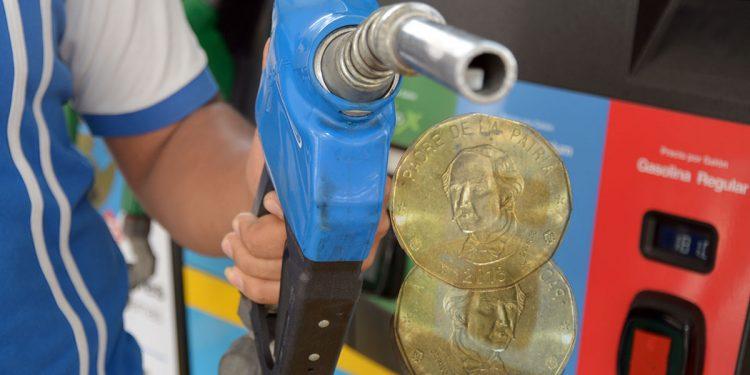Los impuestos a los combustibles son el 10% de las recaudaciones.   Lésther Álvarez