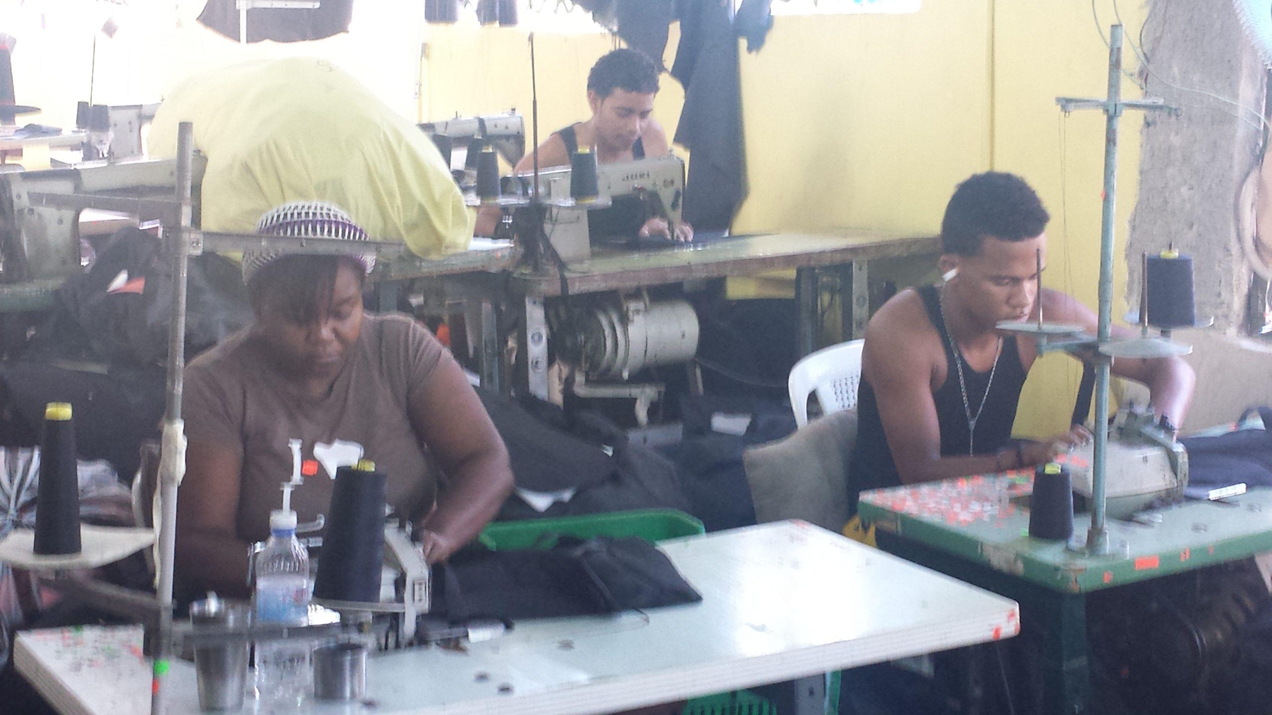Los microempresarios del área textil reciben capacitación del Inaguja.