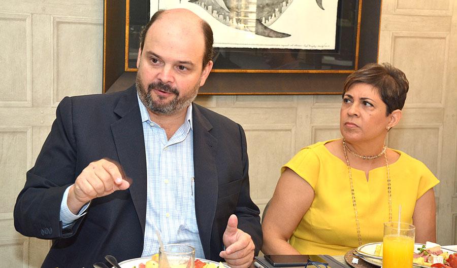 Antonio Ramos, presidente de la ONEC, y Ana Ysabel Acosta, directora ejecutiva.