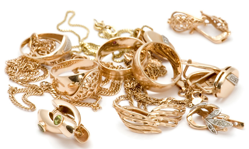 Muchos expertos califican el oro como la mejor y más estable inversión a largo plazo, pues se considera la única moneda global.