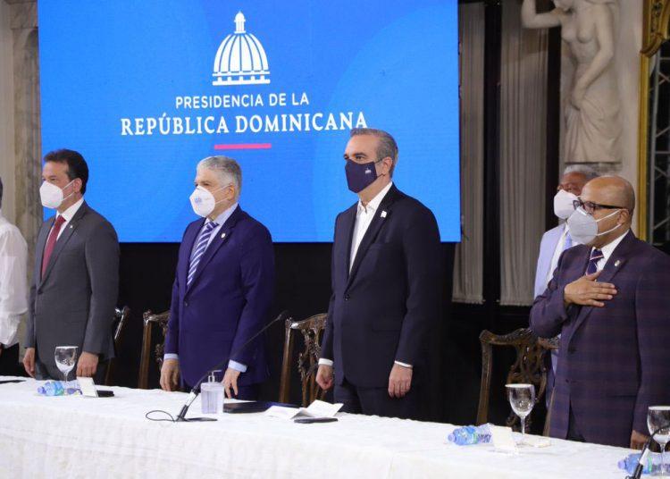 El presidente Luis Abinader encabeza la rueda de prensa en donde se anunció la reactivación de la Comisión Nacional de Empleo. | Presidencia de la República