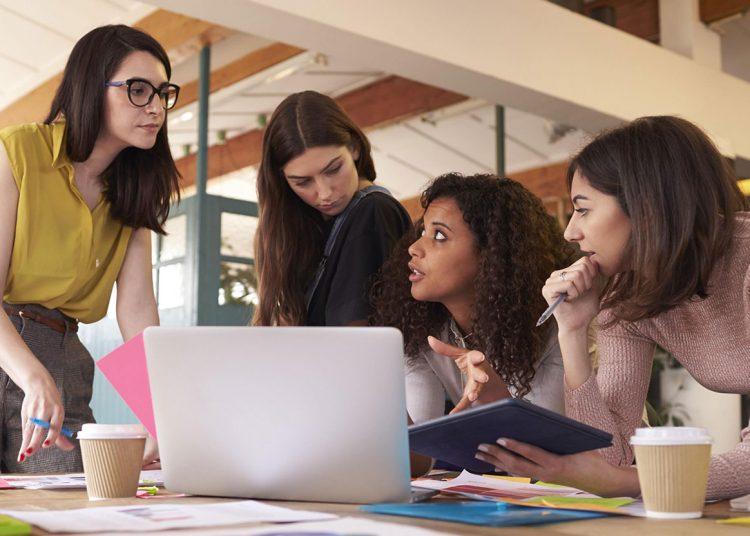 Al sacar el promedio general con cierre al 31 de diciembre de 2020, las mujeres cotizan un promedio salarial de RD$24,992.10 mensual. | Fuente externa