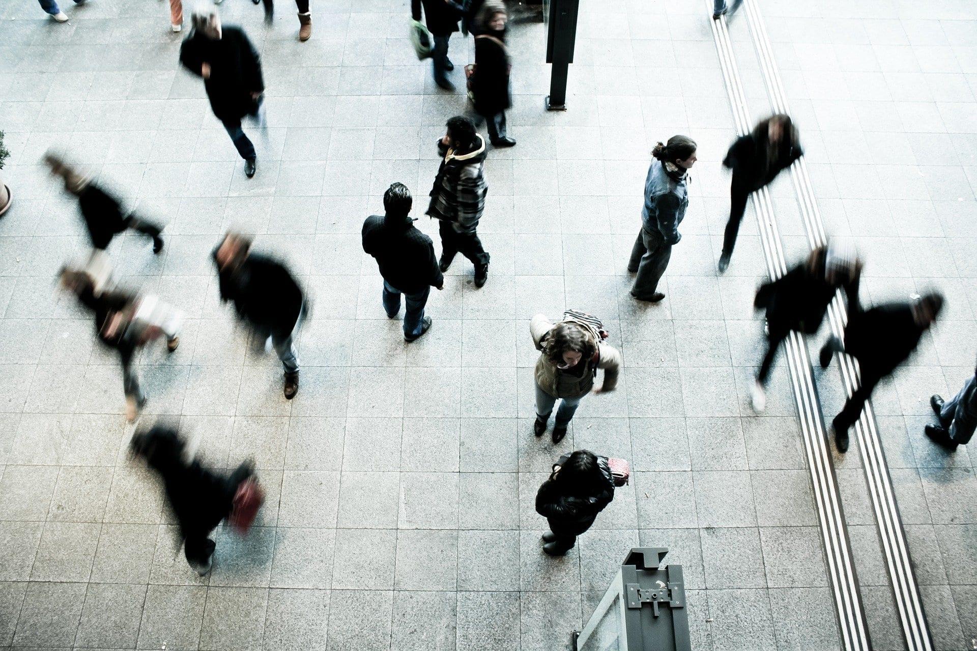 Transeúntes, multitudes, aglomeración, desconfinamiento (pedestrians)