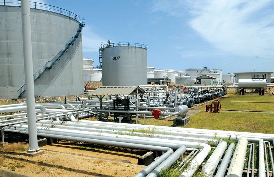 La generación eléctrica depende en gran medida del fuel oil, combustible derivado del petróleo.