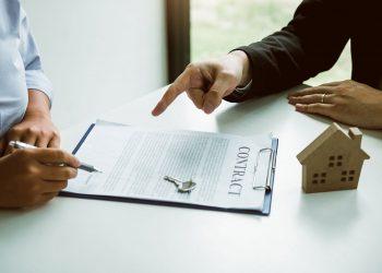 Expertos en finanzas personales y familiares exhortan a quienes desean adquirir su primera vivienda ahorrar, al menos, el monto del inicial. | Vecteezy