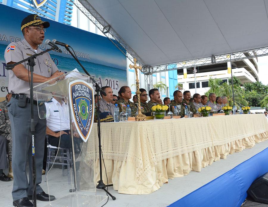 El jefe de la Policía Nacional, Manuel Castro Castillo, da inicio oficial al operativo desde la sede la institución./GABRIEL ALCÁNTARA.