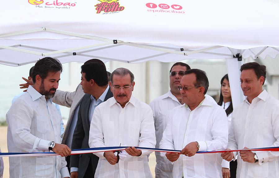 La apertura de la planta contó con la presencia del presidente Danilo Medina.