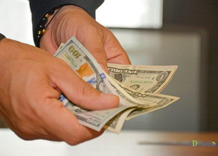 Un 18.2% se maneja vía los bancos y un 81.8% por las empresas de remesas.   Lésther Álvarez