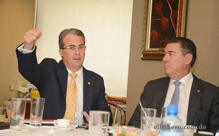 René Grullón F., vicepresidente ejecutivo de Negocios Empresariales y Juan M. Martín de Oliva, vicepresidente del Área de Negocios Turísticos. | Lésther Álvarez